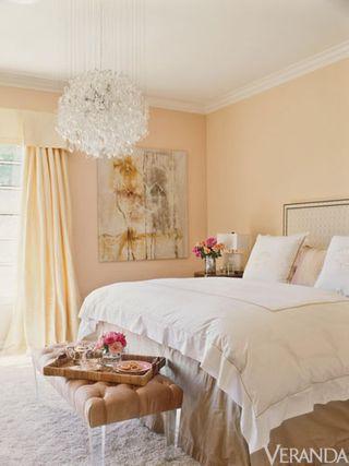 Ver-jlo-bedroom-lgn