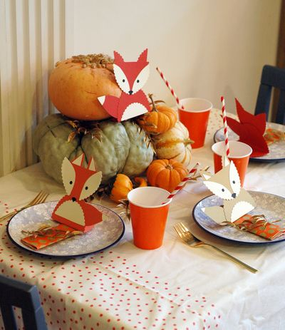 Foxy Thanksgiving Kiddie Table // BunnyCakes