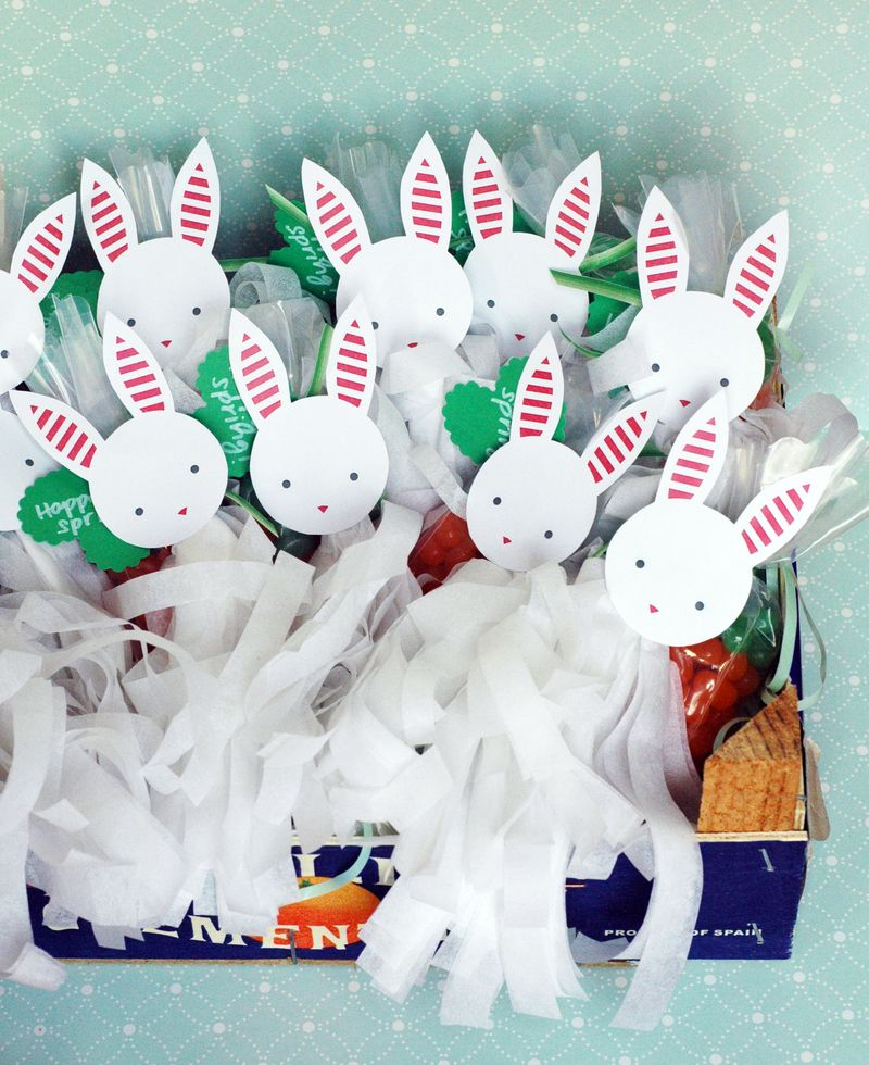Classroom Easter Treats: Jelly Bean Carrots + Bunny Tassels // BunnyCakes