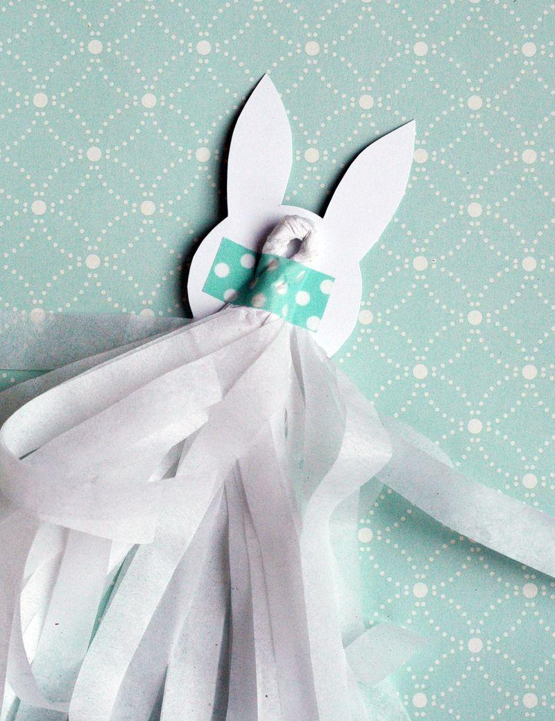 Classroom Easter Treats: Jelly Bean Carrots + Bunny Tassels // BunnyCakes